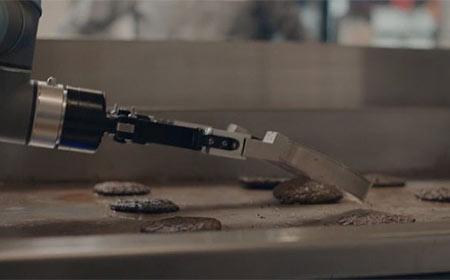 Robots e IA capaces de cocinar hamburguesas